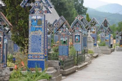 cimitirul-vesel-01