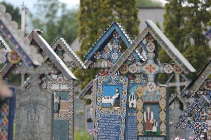 cimitirul-vesel-02